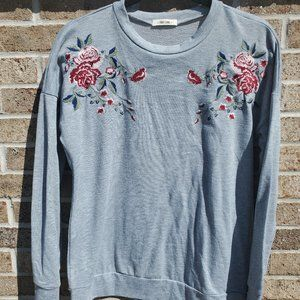 First Love Shirt S Gray Floral Long Sleeve Crew